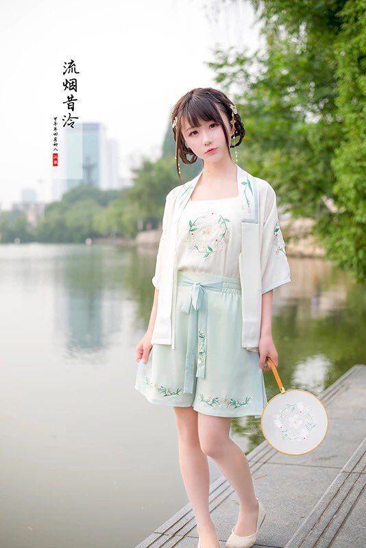 """""""民族衣装というとベトナムのアオザイが話題になりがちですが、中国の漢服も可愛いですよ。"""""""