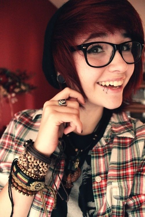 Very Short Scene Hair red | Blonde scene hair with dark streak | via Tumblr | We Heart It