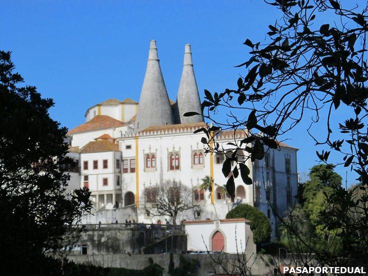También conocido como palacio da Vila. Su construcción comenzó en el siglo XVI y es famoso por sus dos enormes chimeneas.