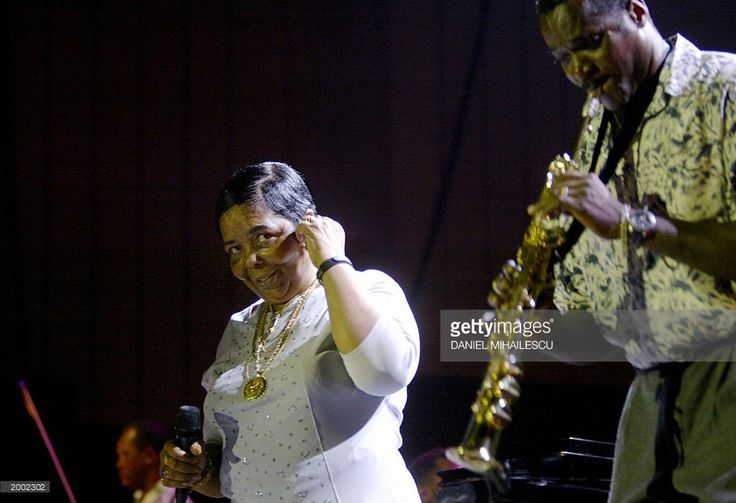 Cape Verde singer Cesaria Evora (L) performs in concert in Bucharest 15 May 2003. More than 4,000 fans filled the Palace Hall to see Evora live for the first time in Romania.