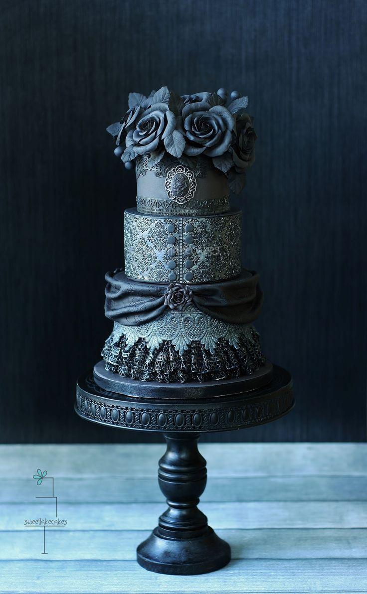 Zwarte gothic bruidstaart / Black gothic wedding cake -  Cake Masters Cover October 2014!