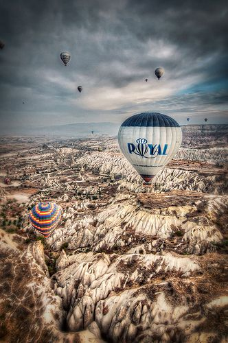 A hot air balloon ride over the fairy chimneys of Cappadocia >>>