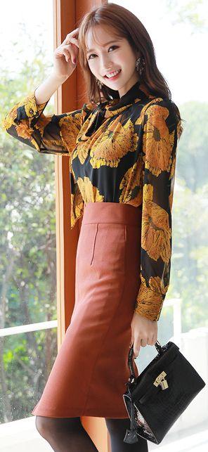 StyleOnme_Front Slit High-Waisted Pencil Skirt #feminine #pencilskirt #autumnlook #koreanfashion #kstyle #kfashion #seoul