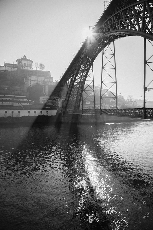 S. Luis bridge in black and white