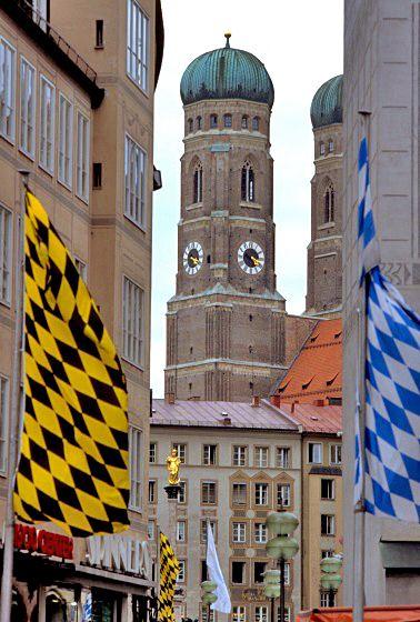 Twin towers of Frauenkirche (Dom zu Unserer Lieben Frau), Marienplatz, Muenchen, Deutchland