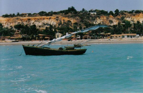 Confira rota alternativa com 12 praias cearenses para quem quer ficar longe da lotação: Praia Redonda, Icapuí