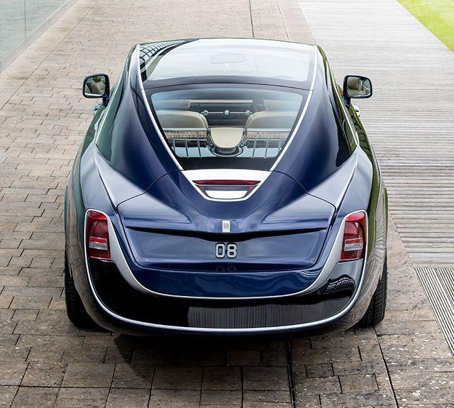 A Rolls-Royce revelou um carro de luxo único e personalizado, chamado Sweptail. O novo modelo não é apenas mais um carro feito sob encomenda da Rolls-Royce, pois o Sweptail tem alguns níveis requintados de luxo. Com 12,8 milhões de dólares de custo, também pode ser o carro novo mais caro do mundo. O Sweptail inspira-se nos Rolls-Royces das décadas de 1920 e 1930. De acordo com a marca, o cliente do Sweptailé um