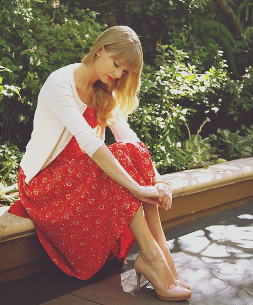 Taylor Swift red lipstick and dress