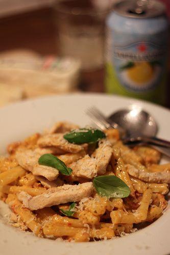 Pasta an Mozzarella-Sauce mit Trüffelkäse