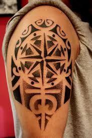 Risultati immagini per tattoo rosa ventos maori braço