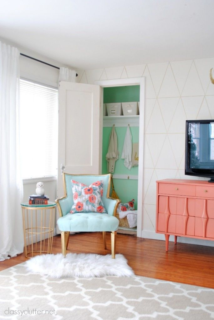 A gorgeous DIY closet makeover and gold sharpie triangles on the walls!