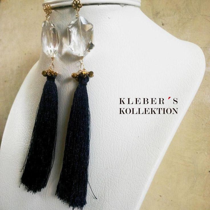 La 'tassel-manía' esta llegando a Kleber's Kollektion como el complemento trendy a tu vestuario porque un toque de dorado en la elegancia del azul medianoche combina perfecto con ese vestido que tanto te gusta. Muy pronto! Te gusta lo que ves?  Fotografía : @klebersoriano  be DIFFERENT choose an #KK #fashion #moda #tassel #crystal #earrings #bijoux #bisuteria #jewel #jewelry #publicidad #ads #designer