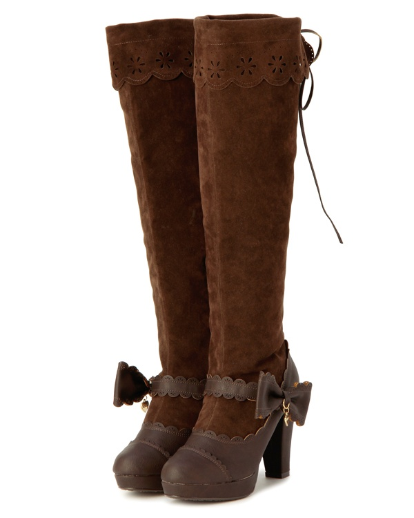 I don't usually like high heeled boots. But I could make an exception for these!