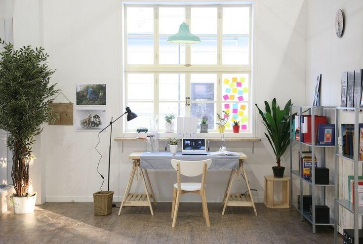Έχεις επιλέξει να δουλεύεις από το σπίτι; Ωραία. Φτιάξε το χώρο σου με κέφι και στυλ ώστε να εμπνέεσαι και περνάς ευχάριστα τις κοπιαστικές ώρες.