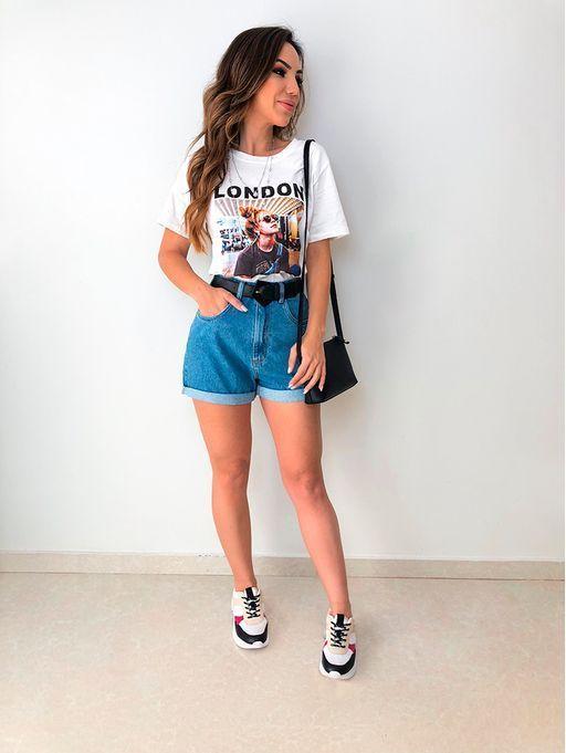 Zeitlose und bequeme Jean-Outfits für unterwegs