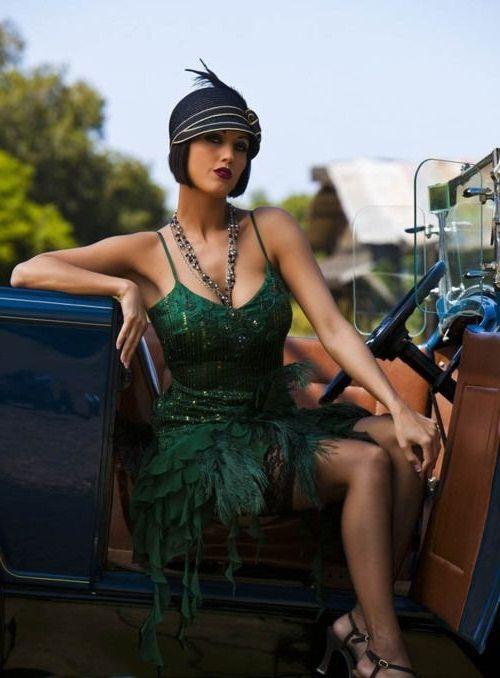 Девушка в зеленом платье и шляпке, стиль Гэтсби