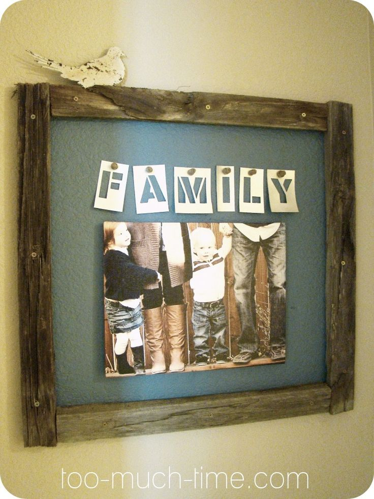 "Reclaimed Wood wall art idea - create a ""frame"" around a painted section of wall to highlight a photo/print.  This looks so great!!"