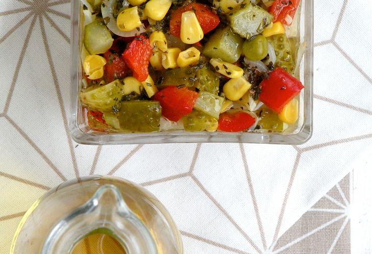Śledzie w oleju z warzywami - Przepis - Fooder.pl - Twoje wszystkie ulubione przepisy w jednym miejscu!
