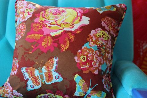 Flowers and Butterflies piped in Stripes - 40cm x 40cm – Blue Scarlet