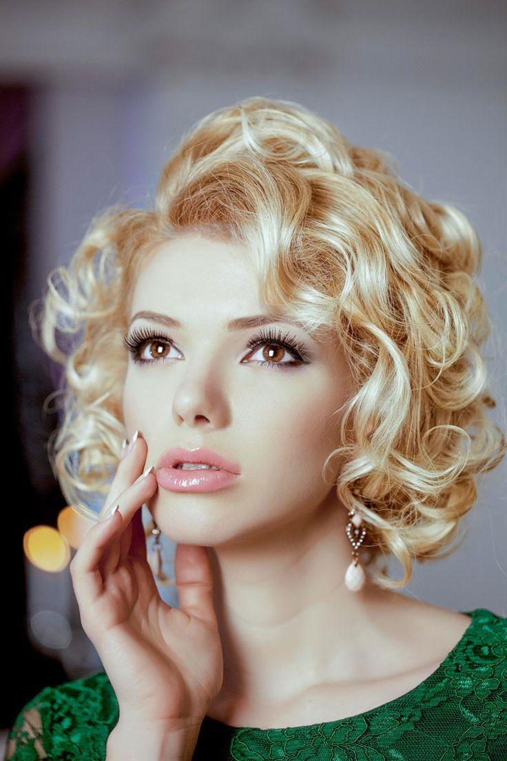 Blonde, elegant bob in Marilyn Monroe look - Bob hairstyles with curls