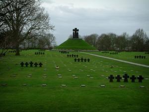 Cimetière allemand de La Cambe - Tombes du cimetière militaire allemand
