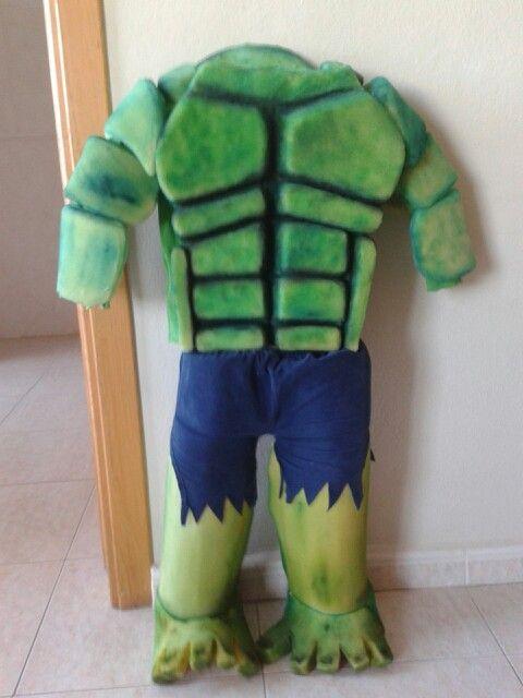 Disfraz de hulk hecho con goma espuma tallada y acrílicos.www.di-mam.blogspot.com