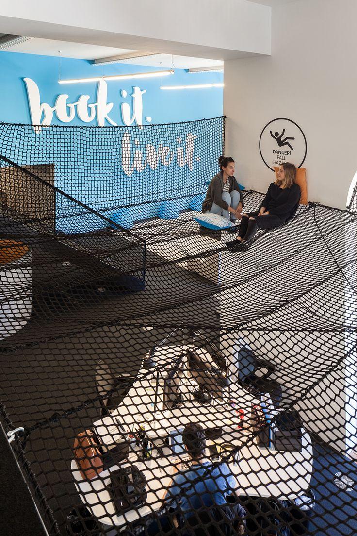 """Das Startup """"Uniplaces"""" bietet in vielen europäischen GroßstädtenUnterkünfte für Studenten an. Der Hauptsitz des Teams istin Lissabon und da hat man es sich richtig gemütlich gemacht. Oder besser gesagt: Hier hat das ebenfalls in der portugiesischen Haup"""