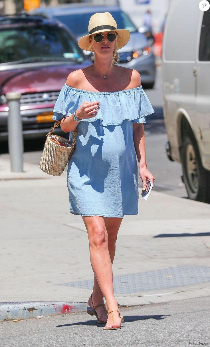 Nicky Hilton enceinte, en tenue d'été, se promène à New York, le 14 juin 2016.