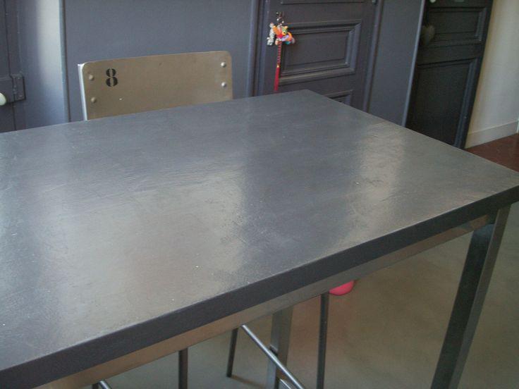 Table de cuisine en béton ciré par B.CC (couleur Aberdeen/MA's)