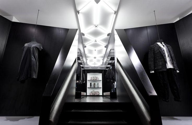 Асимметрия и контрасты: фасад магазина одежды Shine в Гонконге
