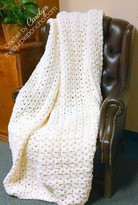 Simple Vintage Blanket Free Crochet Pattern on The Purple Poncho featuring bulky yarn, a big hook, a beautiful result. Thick, cozy and warm blanket to cuddle up in for years to come! #crochet #blankets #freepattern #thepurpleponcho