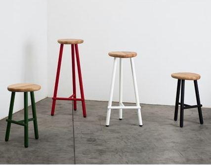 MILK Taburete arquetipo de los asientos usados en el pasado para el ordeño, por eso su nombre. Disponible en tres alturas diferentes.