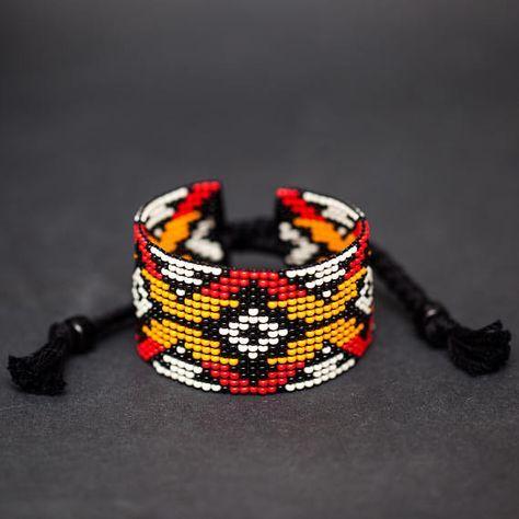 Rode en gele authentieke Indiaanse gerolde armband, Algonquin Ojibwe Design, Loom gerolde armband, Boho armband, zaad parel sieraden