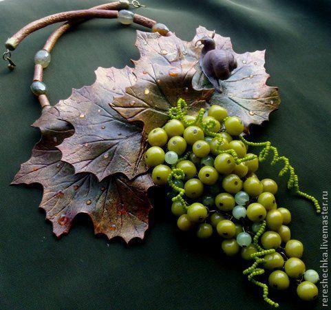 """Купить """"Шардоне"""" Колье и серьги - оливковый, зеленый, светло-зеленый, виноград, зеленый виноград"""