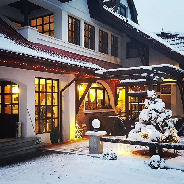 Counting down for Christmas #santa #christmasmood #craciun #lights #conaculbratescu #bran #boutiquehotel #brancastle #mansion #conac #instatravel #traveltomania #transylvania #Romania #loveRomania