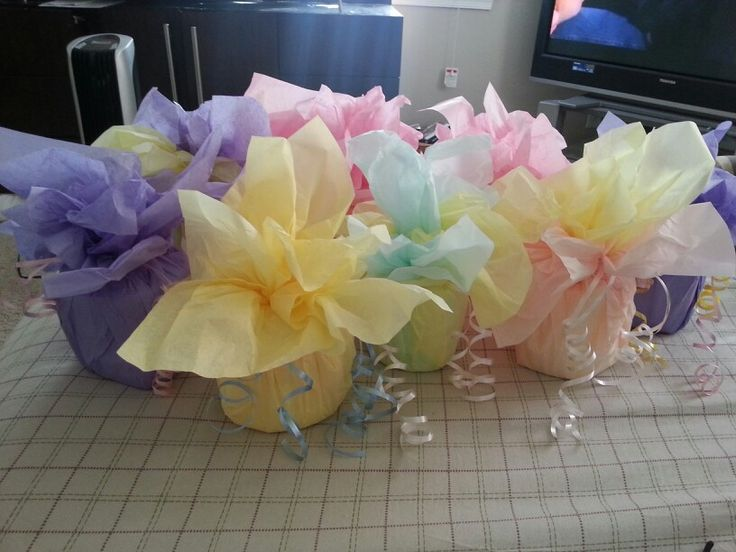 Balloon weights ....toilet paper and tissue papper with ribbon ....very easy and cheap. . Each one cost ..37cents each to make