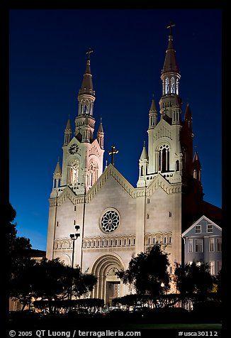 St Peter and Paul Church at night, Washington Square,. San Francisco, California, USA