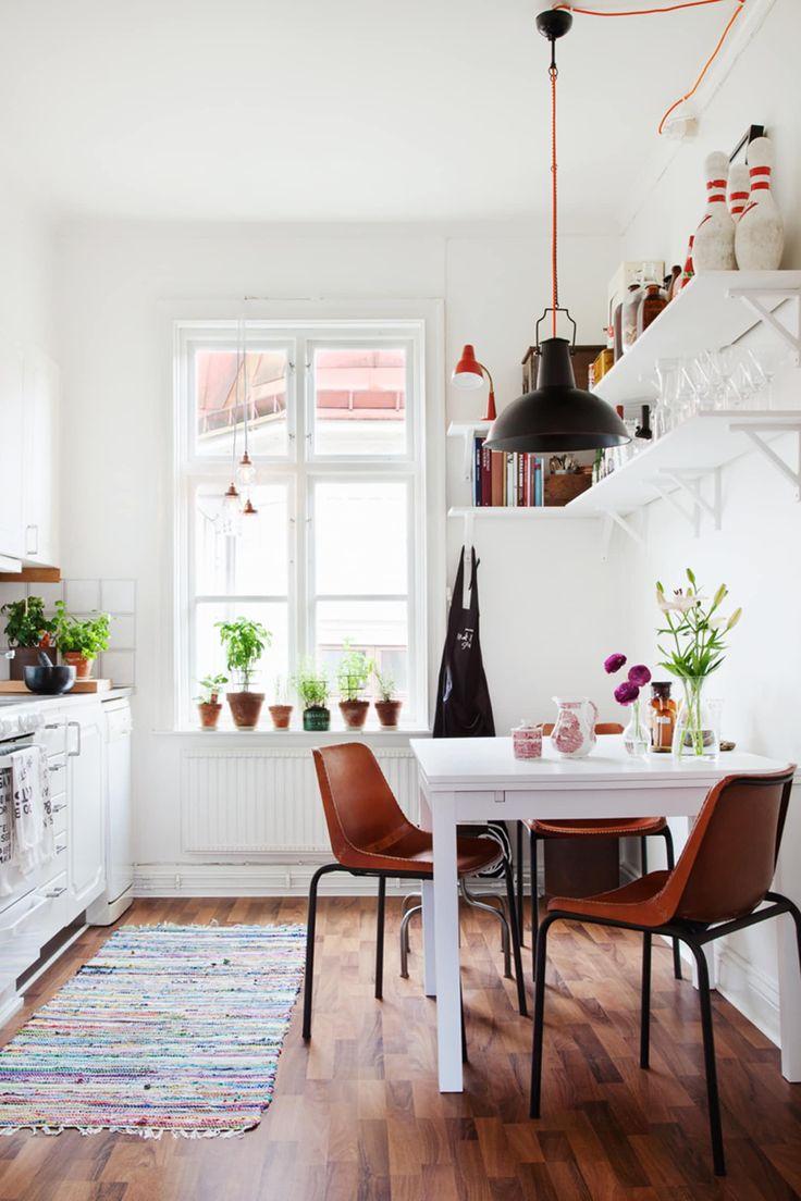 Skinn, terrakotta og grønne planter