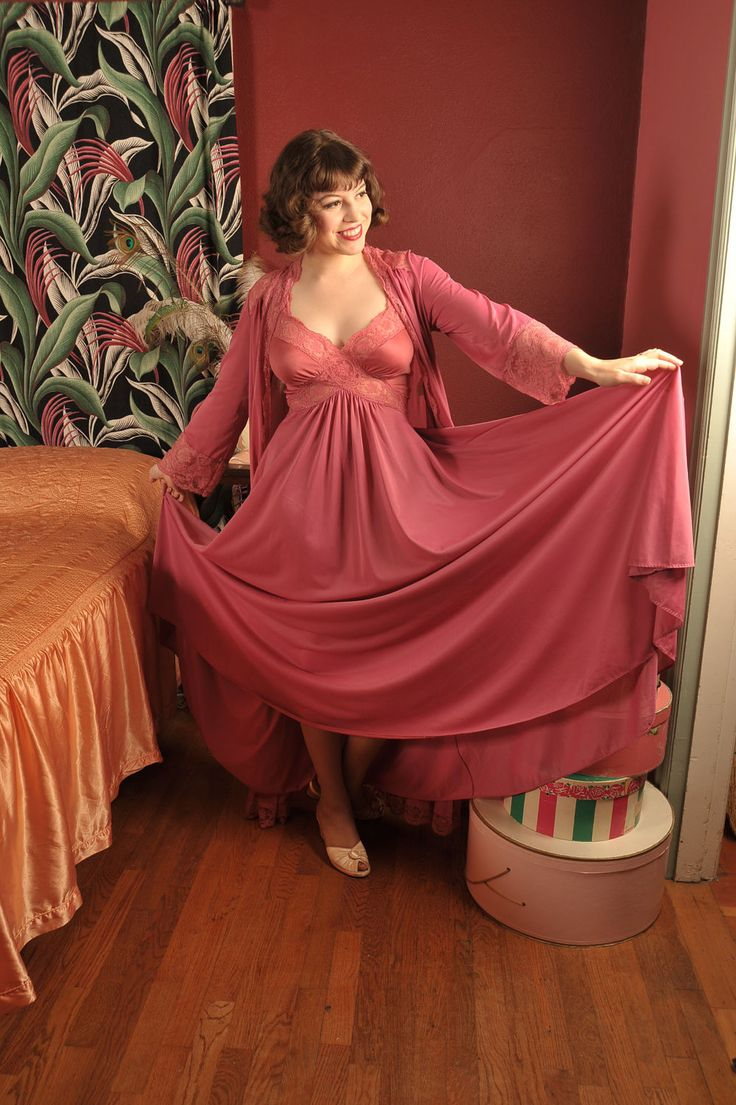 vintage 1980s rose romance dusty pink olga bodysilk peignoir nightgown set with huge 200 sweep. Black Bedroom Furniture Sets. Home Design Ideas