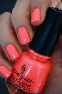 Pretty in coral: perfect color for the summer! #mani