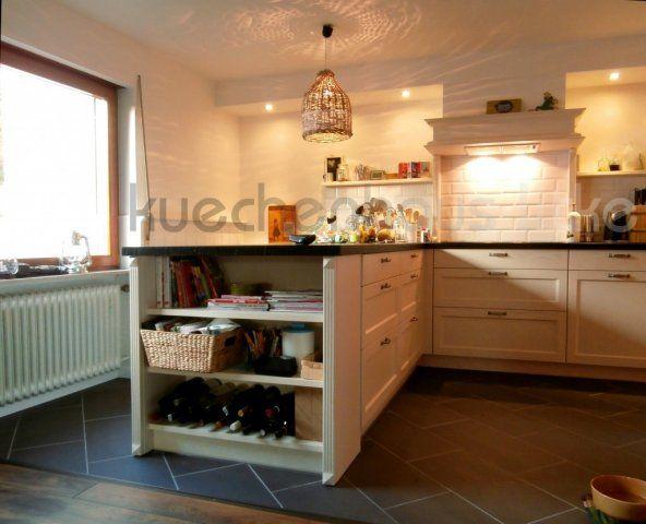 Weinregal als abschluß einer kücheninsel in pilaster gefasst pilaster kitchen