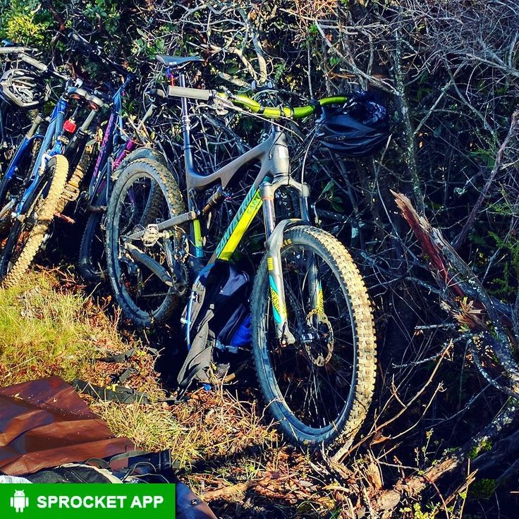 2015 Santa Cruz 5010 CC cross-country mountain bike. 130mm of travel and comes with new easy to use carbon tube internal routing from the Nomad model.  Get Sprocket the bike info app. Link in bio.  #santacruzbikes #santacruz5010 #santacruz5010c