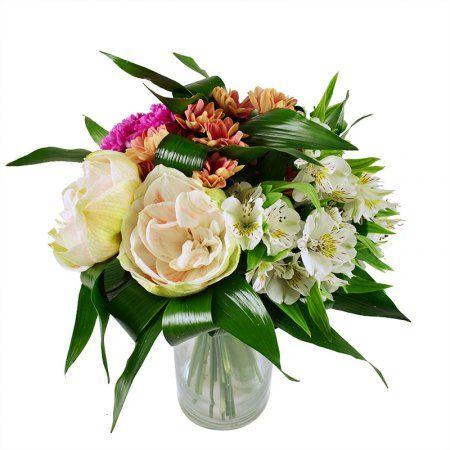 Оригинальное сочетание цветов придется по душе стильным барышням, предпочитающим современные тенденции во флористике. Букет подходит к большинству праздников, его можно дарить невесте, подруге, маме. А повод выбирайте сами – в знак благодарности или извинения, в качестве поздравления с Днем рождения, именинами и 8 Марта.