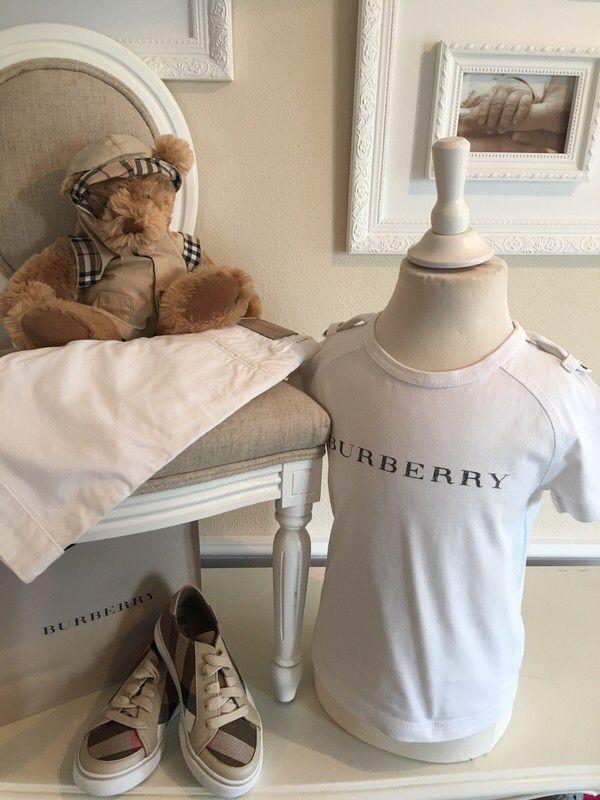 Mein Orig. Burberry T-Shirt Gr.4 Jahre / 104 cm von Burberry! Größe 104 für 30,00 €. Schau´s dir an: http://www.mamikreisel.de/kleidung-fur-jungs/kurzarmelige-t-shirts/39188687-orig-burberry-t-shirt-gr4-jahre-104-cm.