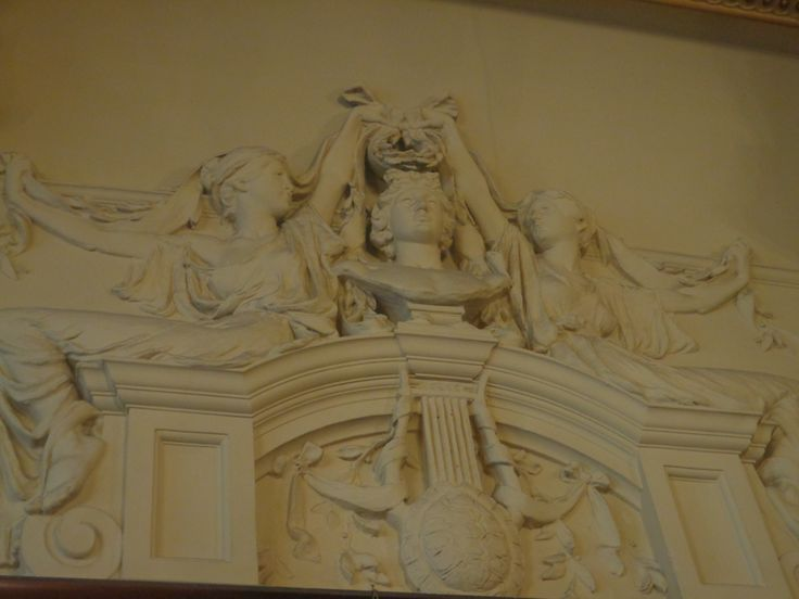 Philharmonic Dining Rooms, Photograph of dining hall exit wall sculpture.