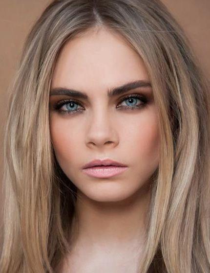 Visagie Joyce van Dam // mooie nadruk op haar ogen, heel warm en donker door haar wenkbrauwen //