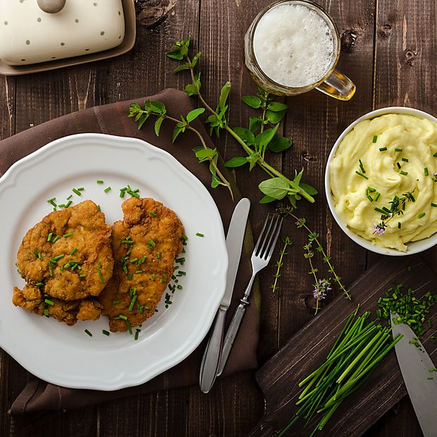 Der 9. September ist Welt-Schnitzeltag. Das muss natürlich gewürdigt werden: Ein Klassikerrezept aus der Wiener Küche: Das Kalbsschnitzel.