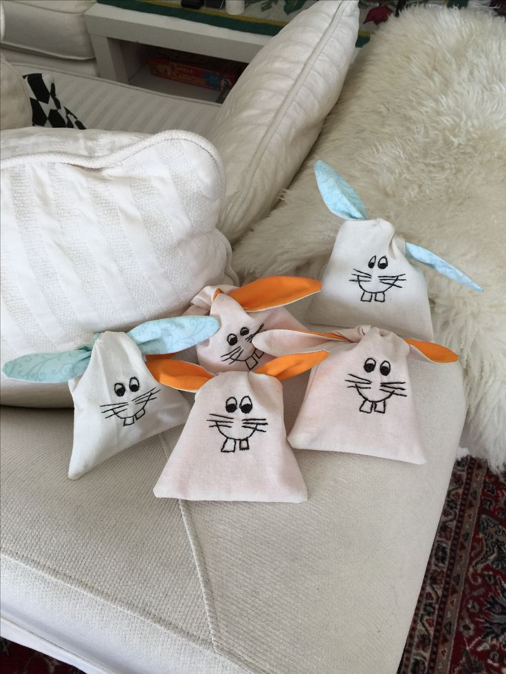 Happy Easter with my little easter bunnies secret pouches for easter eggs. Design Lappedilla