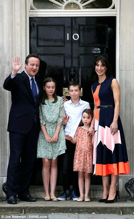 David Cameron his children and wife Sam leave Downing Street for the last time | Daily Mail Online