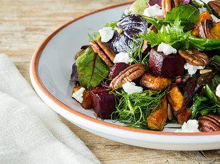 Salat mit Süßkartoffeln, Roter Beete, Ziegenkäse und Pekannüssen